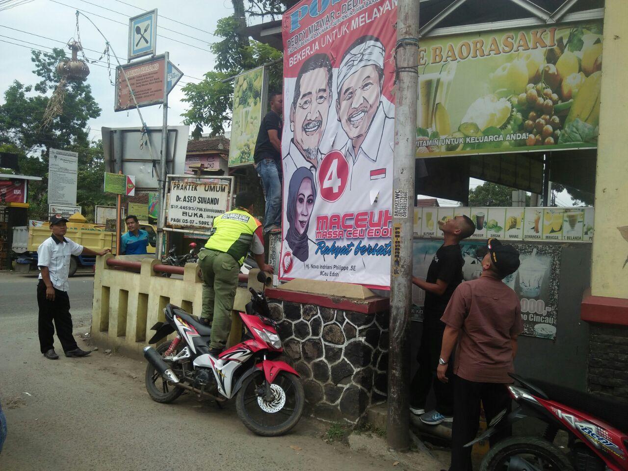 Satpol PP Kec Cangkuang Tertibkan 29 Baliho dan 5 Banner