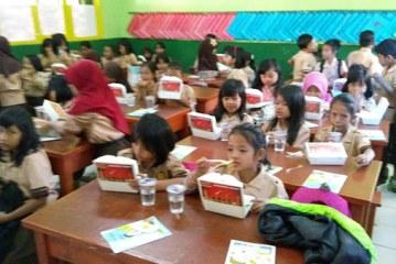 UPI dan Indofood Berikan Sarapan Sehat Pada Siswa
