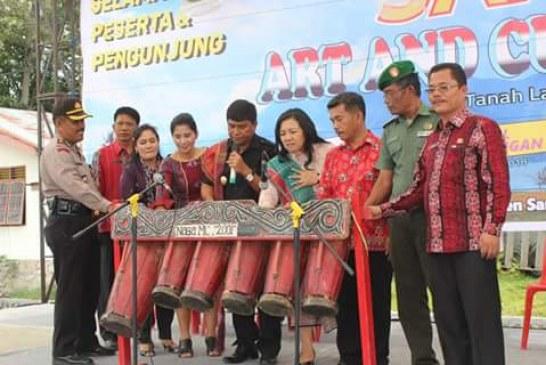 Wabup Membuka Samosir Art And Culture Festival