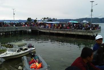 Kapal Kayu KM Sinar Dihantam Ombak