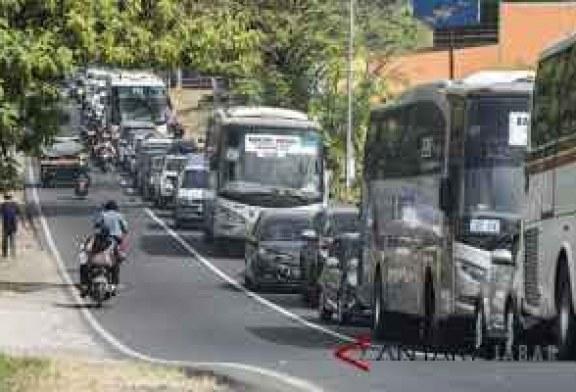 Arus Kendaraan di Limbangan Garut Meningkat