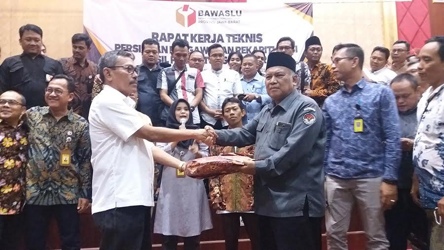 Kegiatan Rapat Kerja Teknis Persiapan Pengawasan Rekapitulasi  Hasil Penghitungan Suara di Hotel Sutan Raja, Soreang, Kabupaten Bandung, Jumat (6/7/2018). (Photo Kontroversinews/Lee)