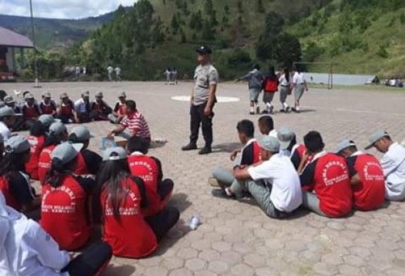 Polsek Harian Latih Paskibra di SMAN 1 Sianjur Mula Mula