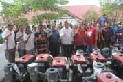 Hadiah Untuk Petani Prestasi, Bupati Serahkan Traktor