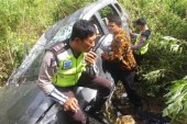 Satu Unit Mobil Pribadi Masuk Jurang di Sianjur Mula-Mula