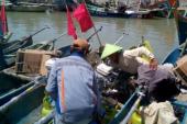 Gelombang Tinggi Nelayan Cirebon Jadi Kuli Bangunan