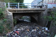 Warga Geram, Sampah Numpuk di Aliran Sungai