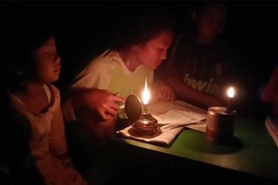 Anak-anak Belajar Gunakan Lampu Teplok, 816 Keluarga Belum Dialiri Listrik