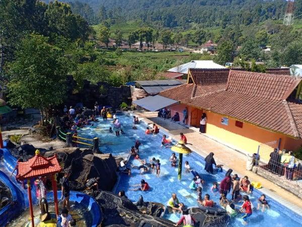 Objek wisata pemandian air Panas Ciwalini desa Patengan Kecamatan Rancabali Kab.  Bandung.