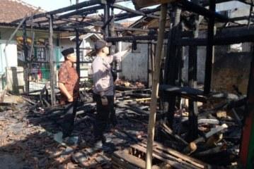 Dua Rumah Terbakar di Ciwidey, Satu Orang Tewas