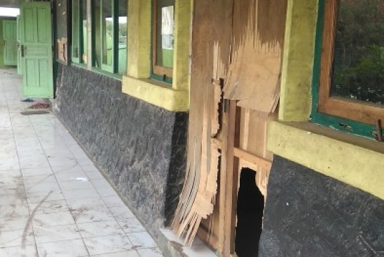 Pembangunan MCK SDN I Curug Wetan Diduga Diborongkan dan Asal-asalan