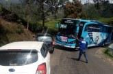 Pengendara Bus dan Warga Keluhkan Tikungan Tapal Kuda Jalan Raya Ciwidey-Rancabali
