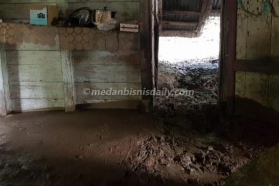 Akibat Hujan Deras, Longsor Melanda Desa Sabulan