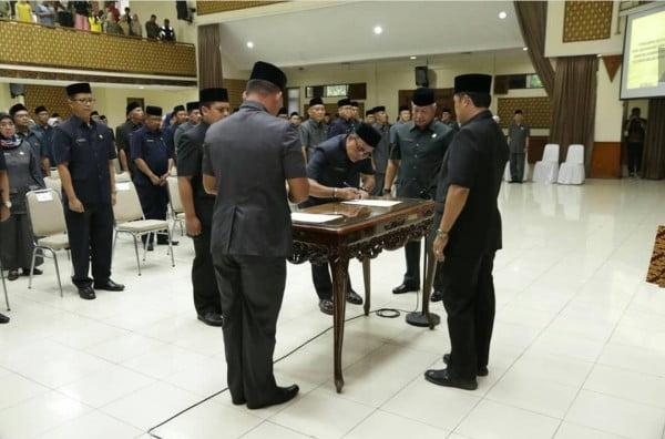 Bupati Bandung Rotasi Pimpinan di Lingkup Kab Bandung