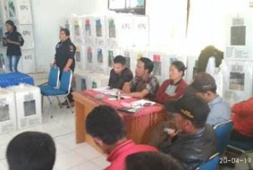 Rekapitulasi di Ronggurnihuta, Penyelenggara dan Saksi Sepakat Buka C1 Plano.