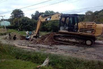 Dinas PU Samosir Perbaiki Ruas Jalan Longsor Disekitaran Perkantoran Parbaba.