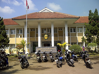 Status PNS-nya Tak Jelas, Guru SMPN 2 Banjaran Gugat Praperadilan Kepsek Hingga Presiden